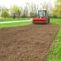 Disrupting gras turfs in preparation for sowing